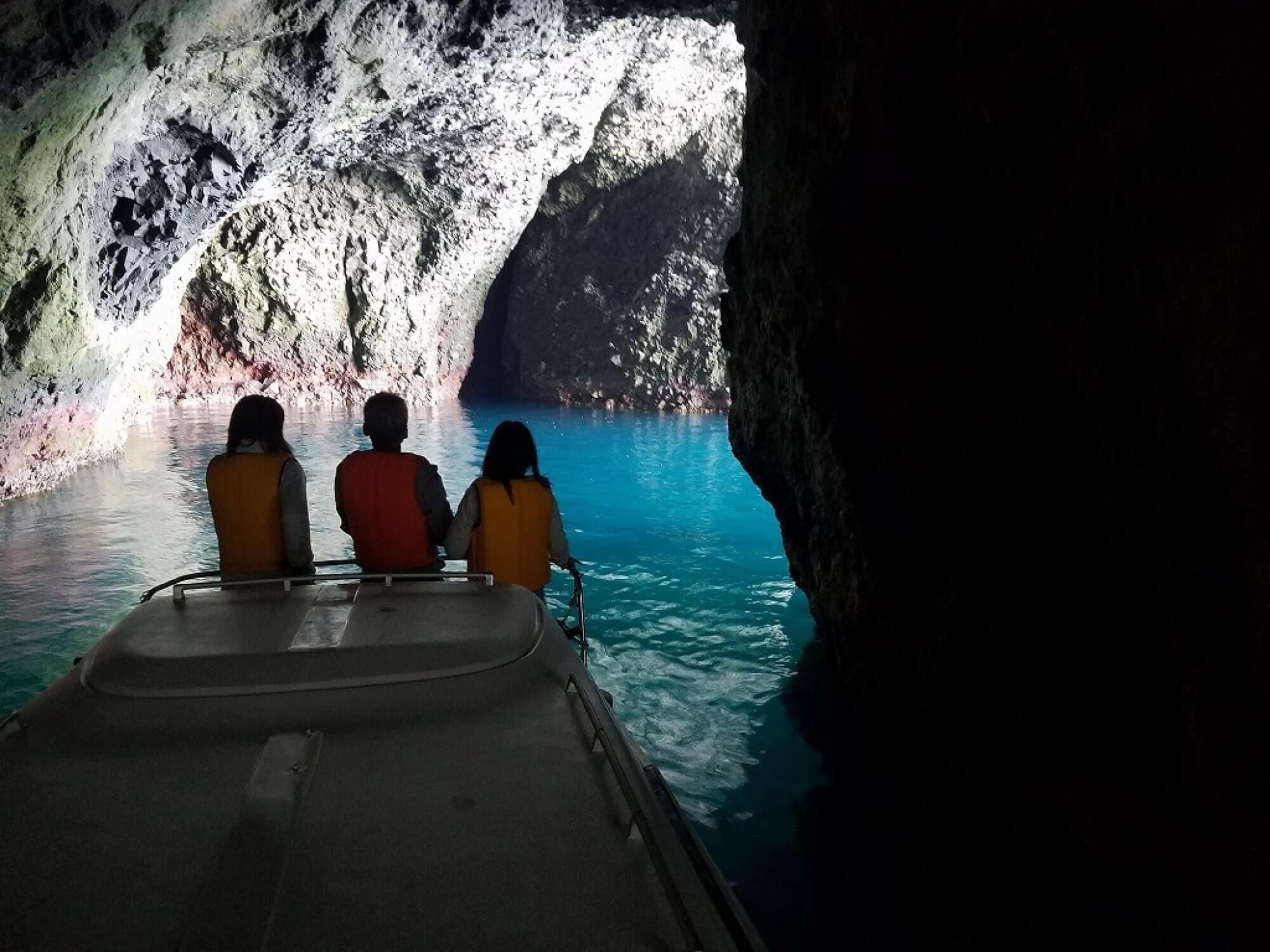 小樽青の洞窟 ボートクルーズ kanehidemarine